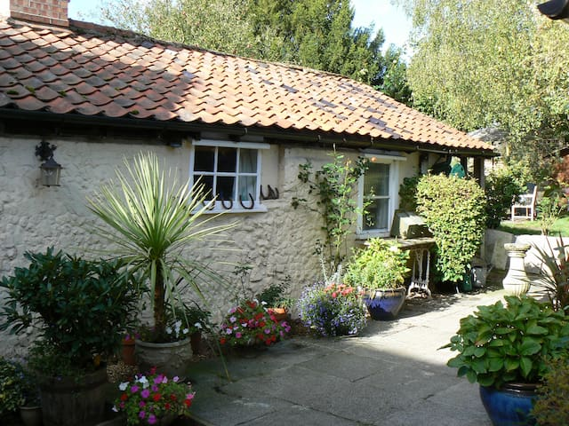 Cobbles Bed & Breakfast 14th Century Cottage for 2