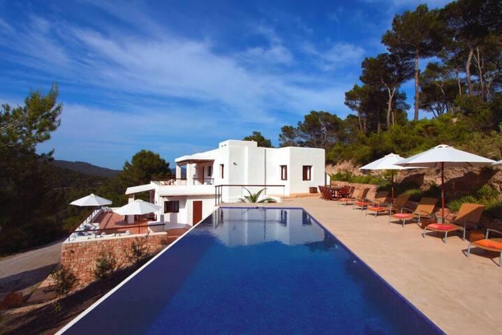 Luxueuse et paisible villa à Ibiza