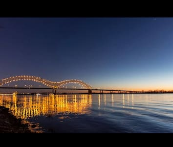 Vacation Hideaway Downtown Condo, CITY VIEW! - Memphis - 公寓