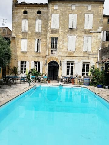 SPLENDID 18th C TOWNHOUSE  LARGE POOL and GARDEN
