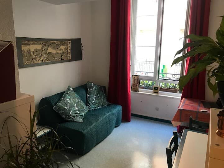 Studio Les Trois Dauphins in heart of the old town
