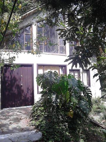 Cabaña dentro de montaña. - Santa Lucía Milpas Altas - Casa