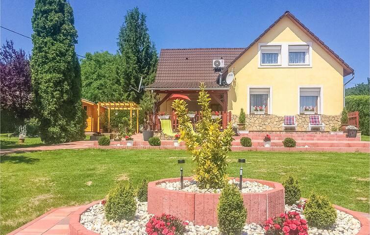 Holiday cottage with 4 bedrooms on 130m² in Balatongyörök