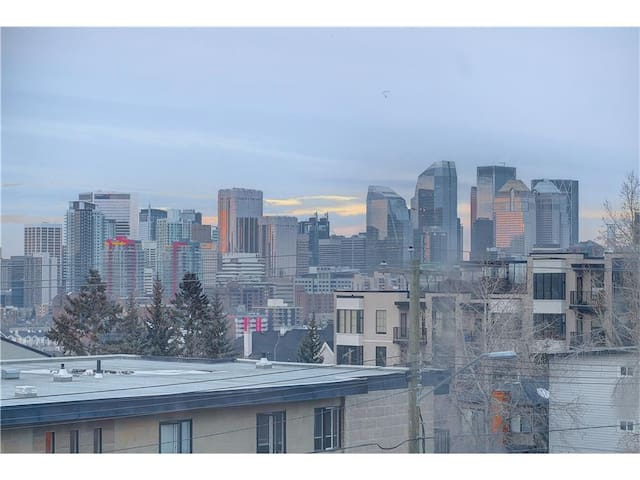2 Bedroom 2 Story Downtown TownHome - Calgary - Huoneisto