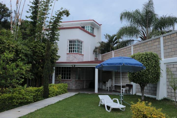 Casa Maya Jiutepec alberca y jacuzzi Cuernavaca 2
