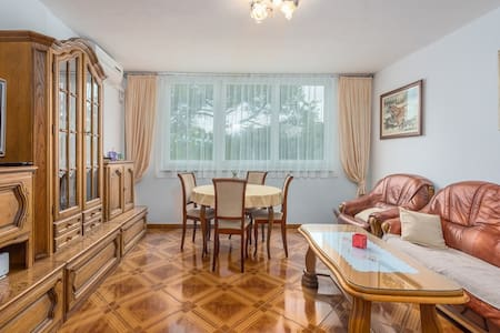 3- bedroom apartment 100m from beach