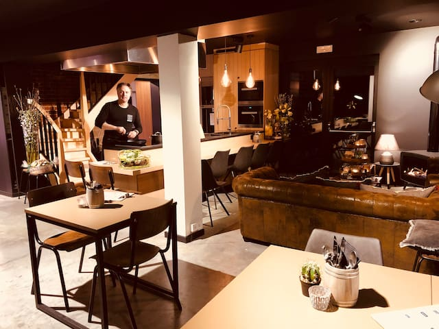 Luxe Appartement,privé/parking/barbecue restaurant