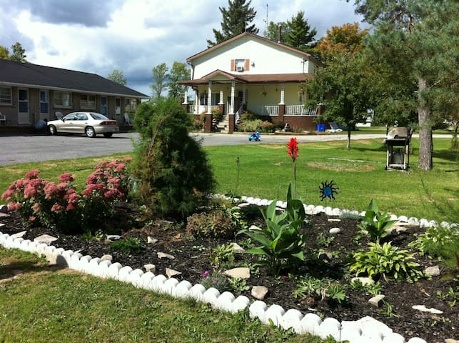 Country Living at its finest! - Smiths Falls - อพาร์ทเมนท์