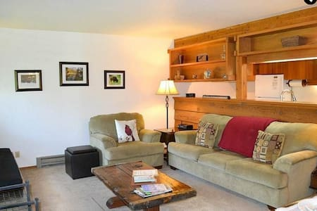 Great Location - Comfortable Too! - Apartamento