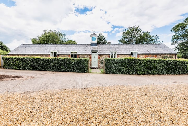 Clock Cottage - spacious historic converted dairy
