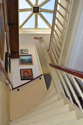 Whole upperfloor in Characteristic 1912 mansion
