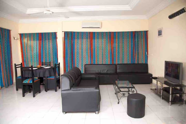 Apt climatisé 2 ch. 1 salon 1 terrasse - Wemtenga