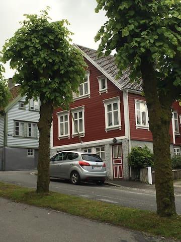 Koselig leilighet i den gamle trehusbebyggelse - Egersund - Pis