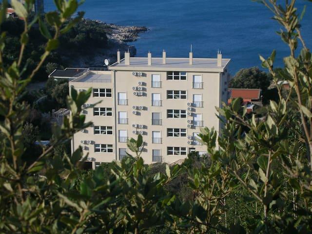 Двухкомнатная квартира 70м от моря! - Utjeha-Bušat