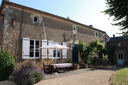 Spacious rural retreat near Loire - Irais - Talo