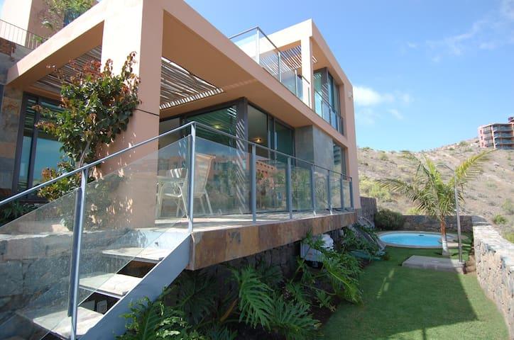 Villa los lagos 10 villas for rent in maspalomas for Carlos house lagos