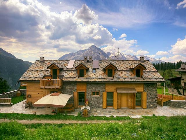 Luxury 200 sqm chalet at 1800 m. above s.l. - Cesana Torinese - Cottage