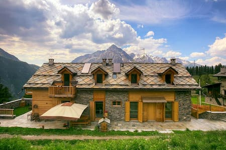 Luxury 200 sqm chalet at 1800 m. above s.l. - Cesana Torinese - Kulübe