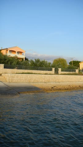 Konfort Ferienhaus am Strand und Atraktive Lage - Bibinje - วิลล่า