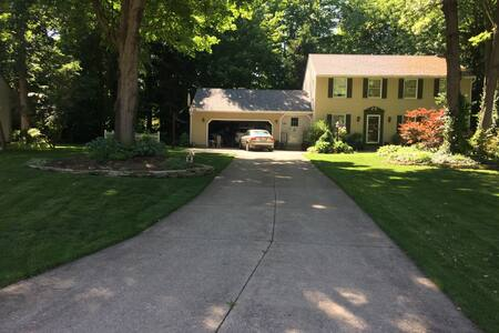 Creekside Tranquility - Akron - Maison