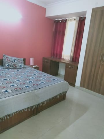 Homely stay, very close to New Delhi Airport.
