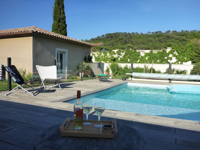 Villa agr able avec piscine houses for rent in bagnols for Piscine bagnols sur ceze
