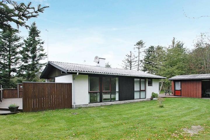 Maison de vacances moderne avec terrasse à Saltum