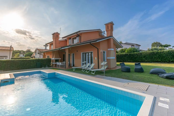 House for 6+2 pers with pool in Albarella R31305