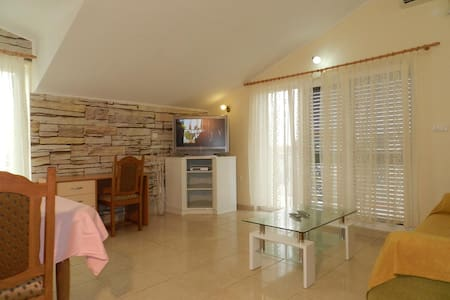 2-bedrooms apartment with sea view - Vodice - Lejlighed