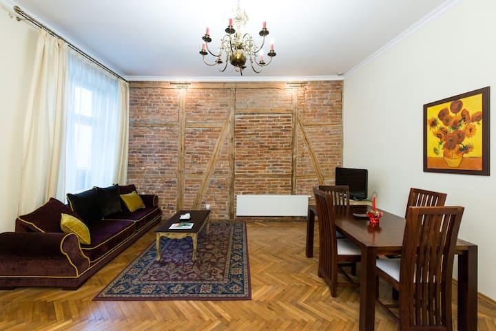 """Luxury """"Antique"""" Apartment (4 max)"""