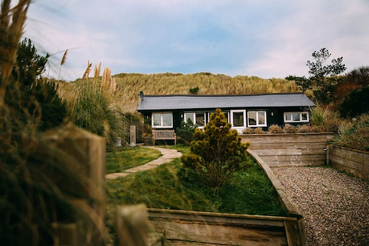Chalet in sand dunes next to beach - Norwich
