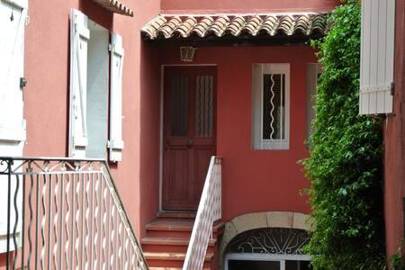 Appt spacieux ds village provençal - Solliès-Toucas