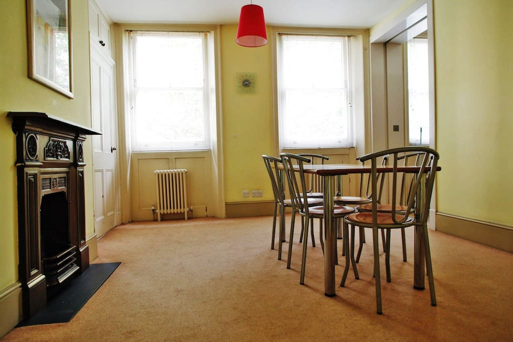 Please note that since we have 2 x 3 bedroom flats in this building, you may not be allocated this exact apartment. The pictures however highlight the current standards of the apartment.