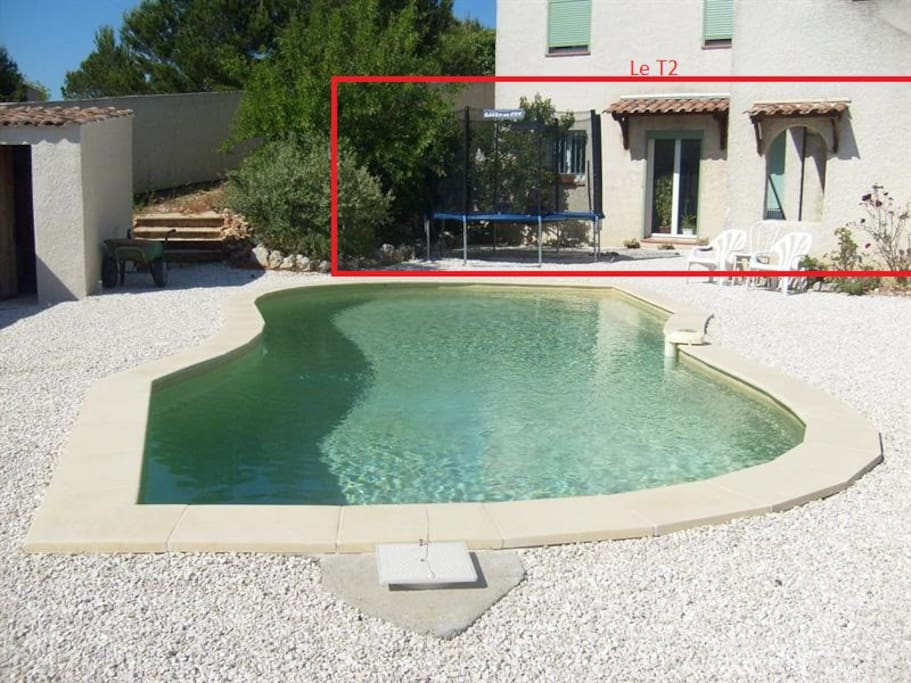 Piscine au sel, jardin arboré entretenu, terrasse couverte privé, barbecue, ...