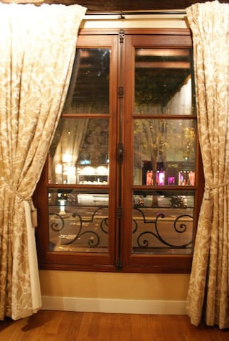 window with a view of boulevard Saint-Germain