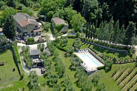 Vacanze con piscina in toscana 3 - Gavignano - Apartamento