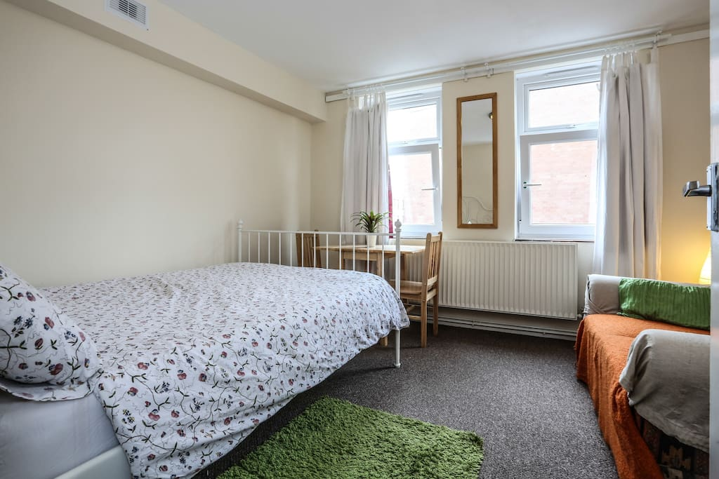 Lovely Double Room with Real Bed, Sofa and Dining table
