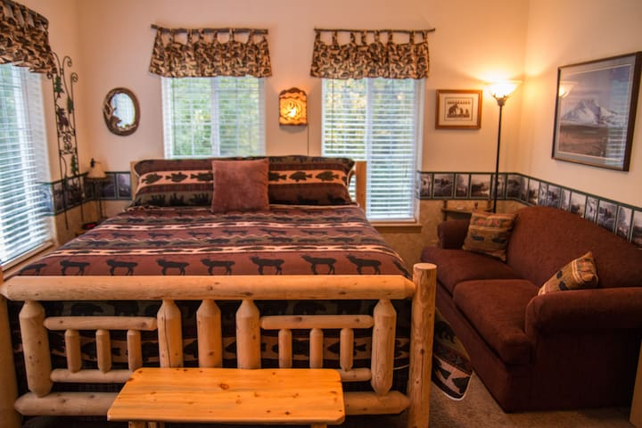 Alaska's Harvest Reindeer Room- king bed - Palmer - Apartmen