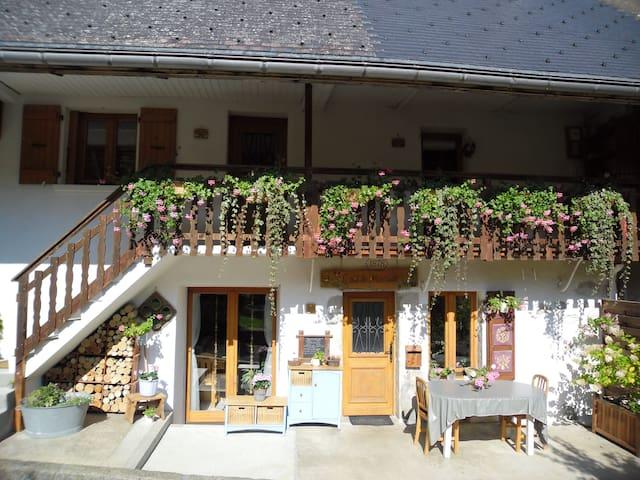 """Chambre """"Montagne"""",lac d'Annecy"""