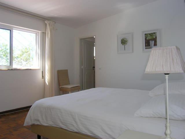 Bedroom 3 - king seize bed, wardrobe, zircon and bathroom