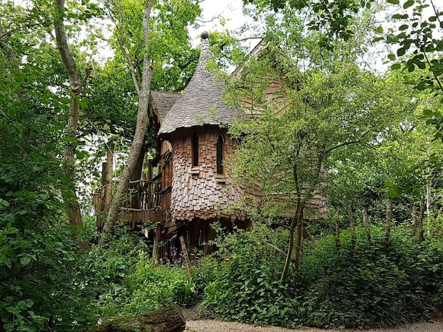 Higgledy Tree house at the foot of the South Downs