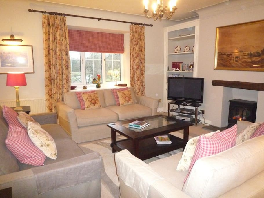 Hollens Farmhouse, lounge, self catering Grasmere, Lakes Cottage Holidays