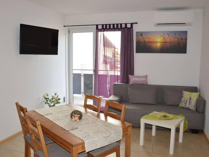Ferienwohnung am Brunnen, (Rheinhausen), Ferienwohnung 2, 55qm, 2 Schlafzimmer, max. 6 Personen