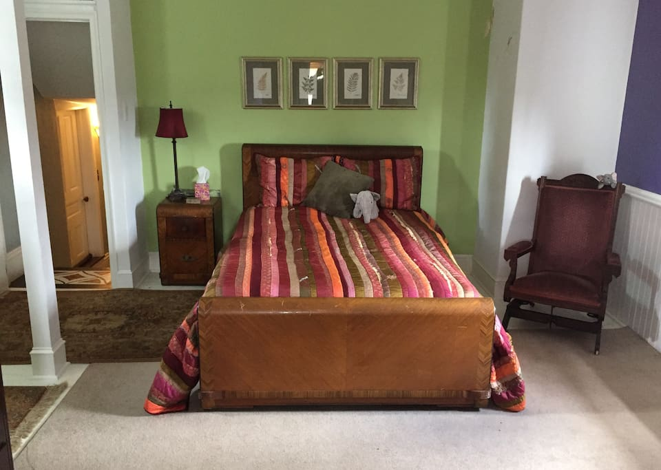 3rd floor bedroom available in this listing.