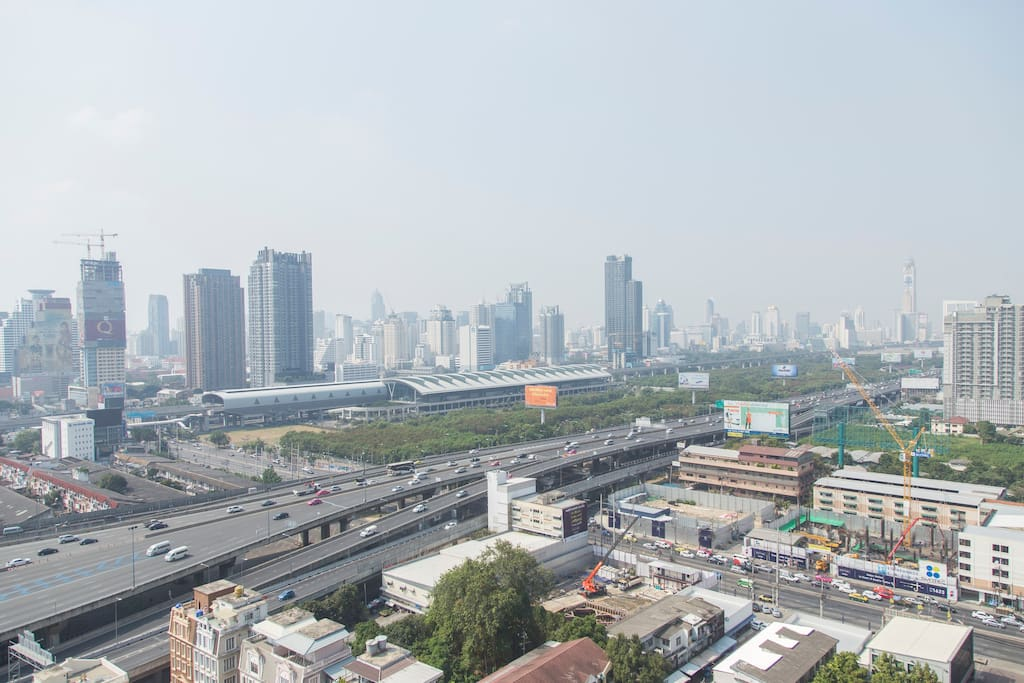 Close to Airport link Makkasan station