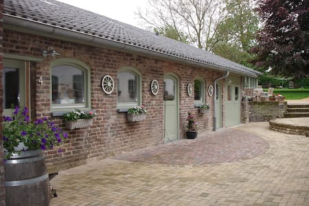 charming rooms in a former farm. - Bemelen - Bed & Breakfast