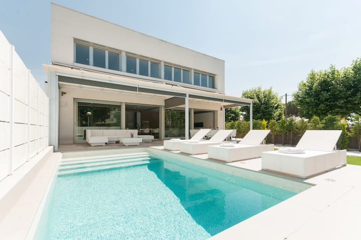 Villa Exclusive Piscine Privée à 30km de Barcelone