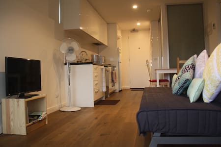 Private room for rent (female only) - Essendon - Lakás
