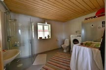 The bathroom in the cabin.