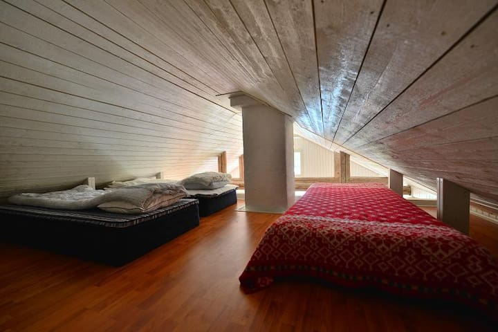 The loft, above the kitchen area. Right now there are two beds there.